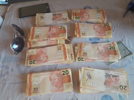 Left or right dinheiro falso dof1
