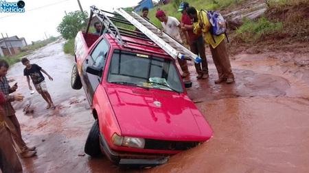 Left or right carro caiu em buraco dia 10 do01 em ivinhema