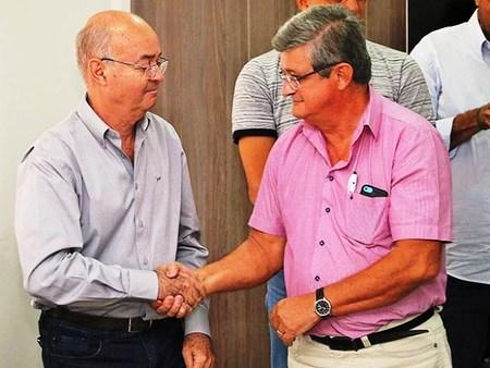 Left or right 1 nelson custodio e prefeito gilberto garcia