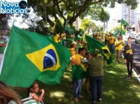 Left or right protesto contra lula