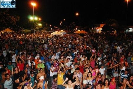 Left or right carnaval divulgacao