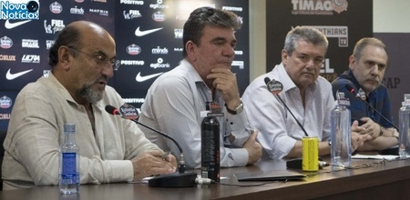 Left or right rosenberg e andres concedem entrevista coletiva no ct do corinthians 1533854409811 615x300