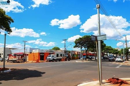 Left or right semaforo proximo a prefeitura
