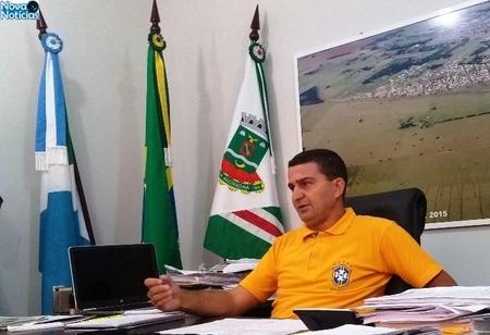 Left or right amarelinho durante entrevista coletiva dia 15 do 01qqq