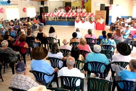 Left or right programa o especial de dia das m es emociona idosas do projeto conviver