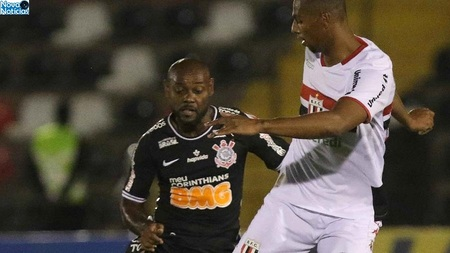 Left or right vagner love disputa bola no amistoso botafogo sp x corinthians 1561855626544 v2 900x506