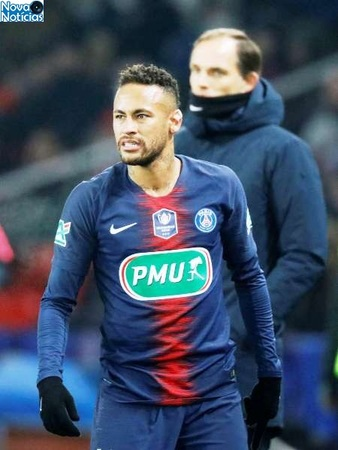 Left or right 2019 01 23t212917z1981145346rc1871dbe800rtrmadp3soccer france cup psg str
