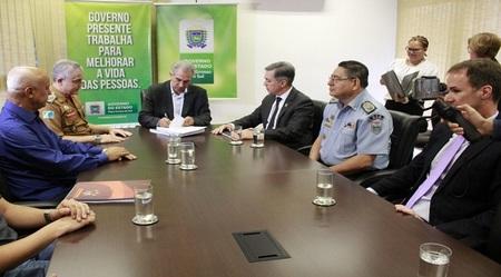 Left or right reinaldo azambuja com comando da seguran a publica