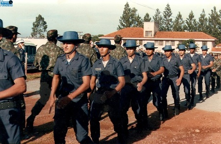 Left or right foto 1 tropa da policia militar florestal