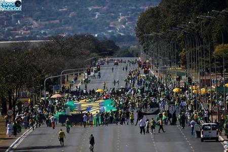 Left or right menifestacao brasilia topmidianews