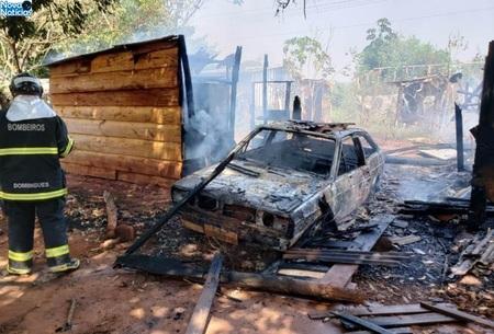 Left or right carro e barraco de ivinhema destruido pelo fogo dia 03 de setembro