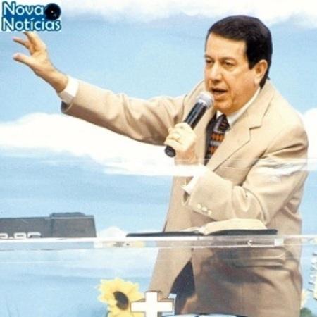 Left or right o lider da igreja internacional da graca de deus rr soares durante culto em 2004 1431975376979 300x300