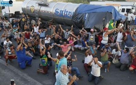 Left or right caminhoneiros greve foto tomaz silva agencia brasil