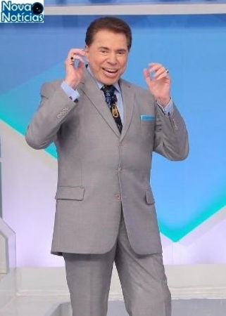 Left or right silvio santos interage com a plateia do programa silvio santos 1487281427527 v2 300x420