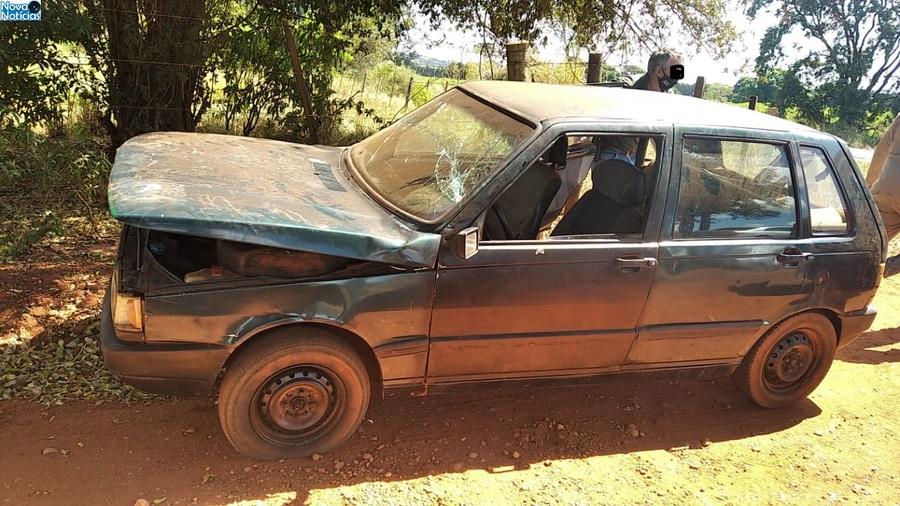 Center carro com placas de bataypora se envolve em acident e em ivinhem adia 19 de abril