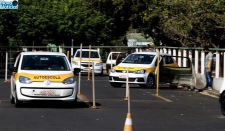 Left or right auto escola foto saul schramm 768x425 730x425