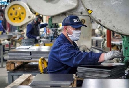 Left or right industria ms produtos industriais no mes de maio