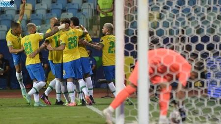 Left or right jogadores do brasil celebram gol sobre o equador na copa america enquanto goleiro busca bola no fundo da rede 1624833064909 v2 900x506