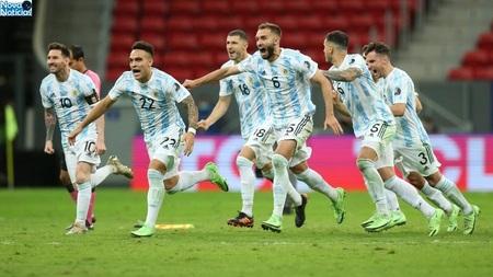 Left or right argentina comemora triunfo nos penaltis sobre a colombia pela semi da copa america 1625628138668 v2 900x506