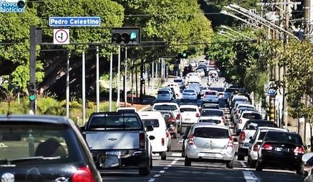 Left or right carros na rua foto saul schramm 730x425