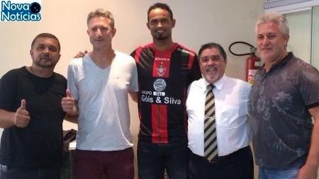 Left or right goleiro bruno com camisa do boa esporte 1489231160599 v2 450x253