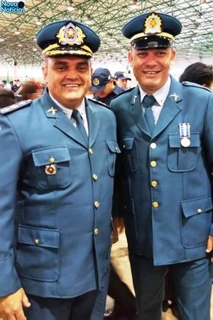 Left or right comandante da pma recebe medalha de tiradentes