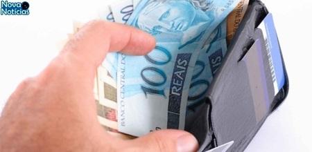 Left or right carteira com dinheiro pagamento divida conta notas r 100 1464278969982 615x300