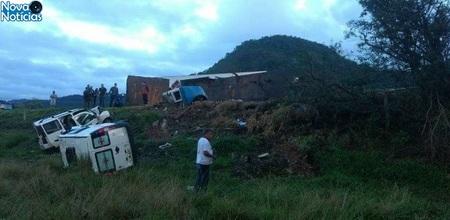 Left or right 22jun2017 um acidente envolvendo um onibus uma carreta e duas ambulancias deixou mortos e feridos na br 101 em guarapari es 1498132102714 615x300