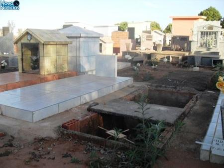 Left or right cemiterio paranaibajpg