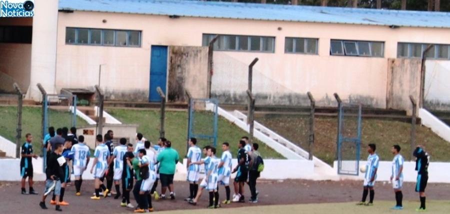 Principio de confusão envolvendo o goleiro Bugrão foi rapidamente contida.Foto: Marcos Donzeli