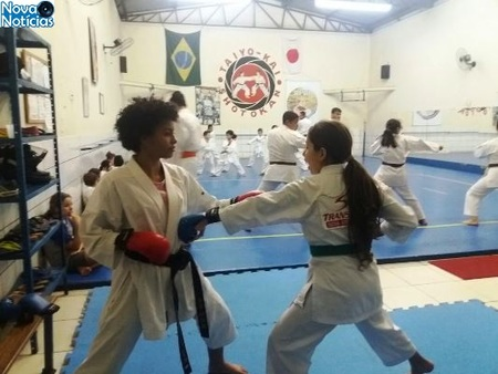 Left or right larissa karate dia 15 de setembro