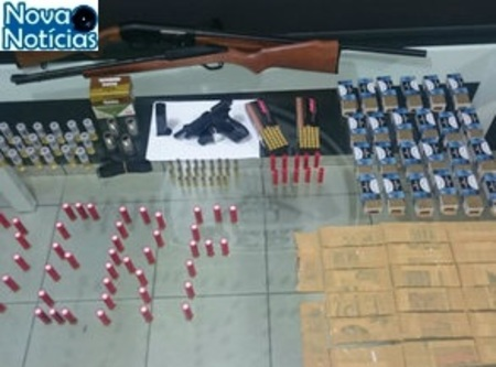 Left or right policial preso com armas no mt1